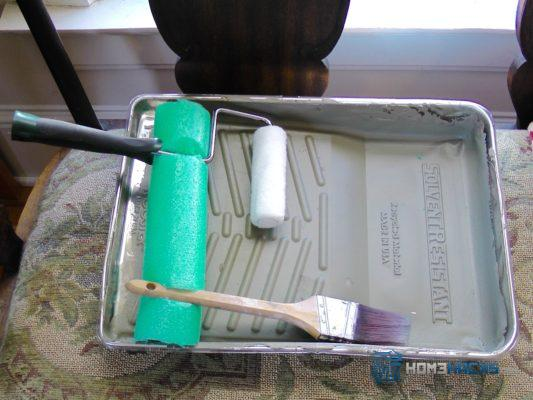 Make a Pool Noodle Paint Brush Holder